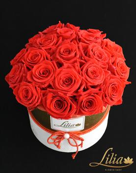 Elegant box with eternal roses.